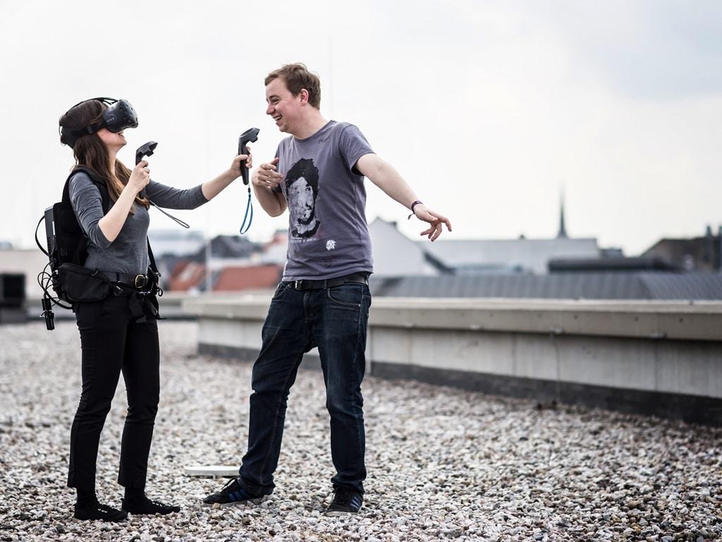 Anne Schwerin beim Interview mit VR-Unternehmer Konstantin Fichtner