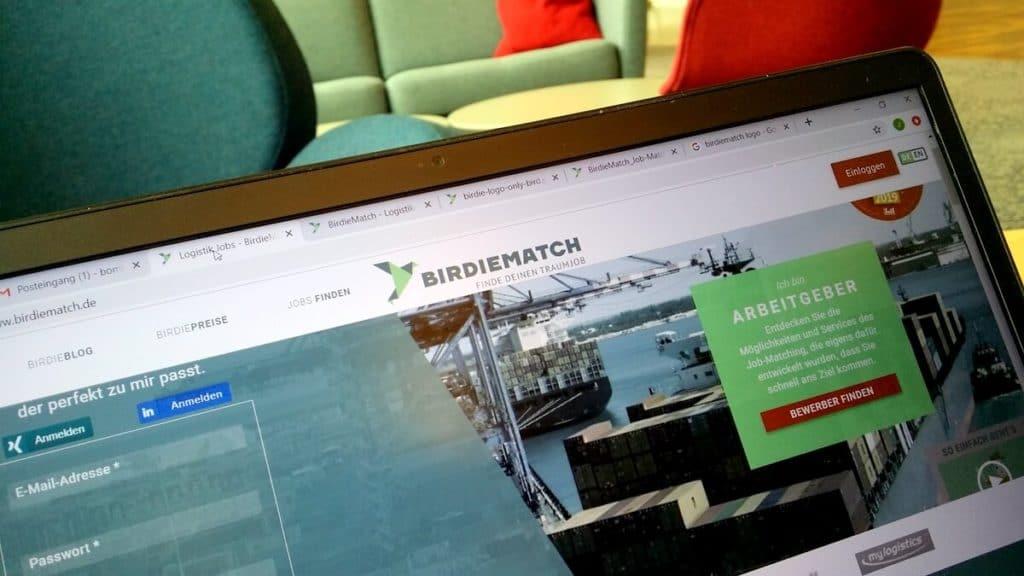 Birdiematch-Webseite auf Laptop
